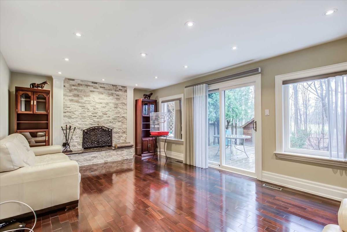 171 Royal Orchard Blvd Markham Michelle Refani and Shervin Zeinalian